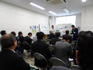 齋藤環境政策グループ長と 篠﨑センター長による説明