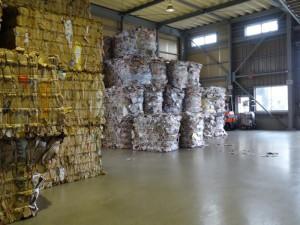 減容した後、再生紙工場へ送られる