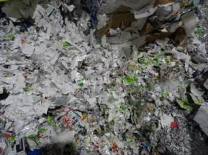 トイレットペーパーの原料となる紙パック等の古紙